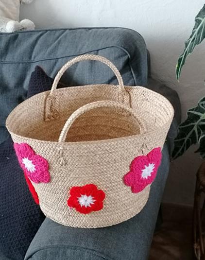 Panière personnalisable fleurs au crochet rouge
