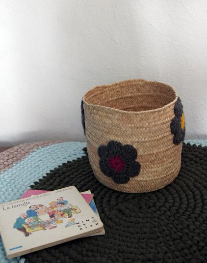 Panière tressée personnalisée crochet fleurs