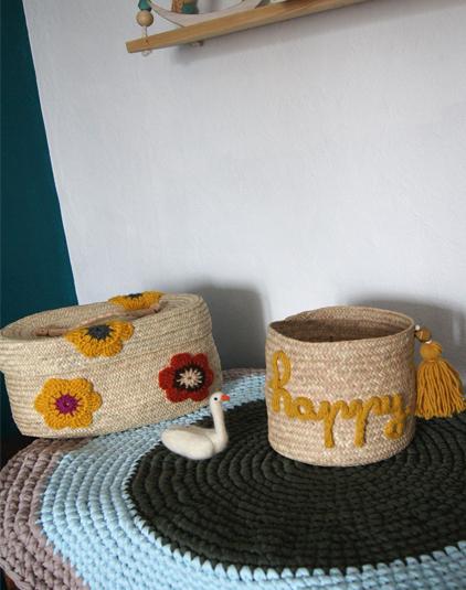 Panière alongée avec couvercle et fleurs crochet