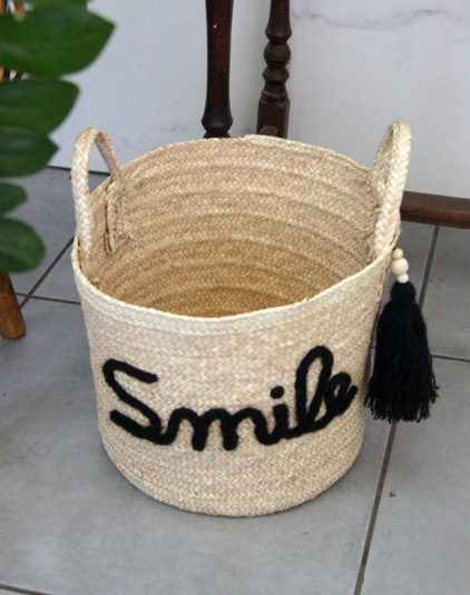 Panière smile avec pompon alongé