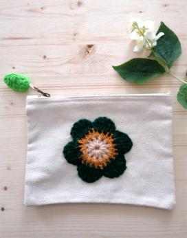 trousse-ecru-fleur-crochet-