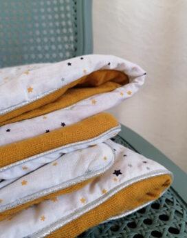 Couverture bebe etoiles et moutarde