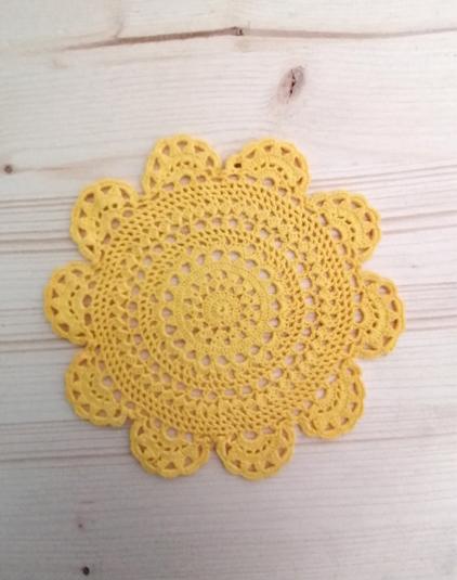 Napperon-crochet-jaune
