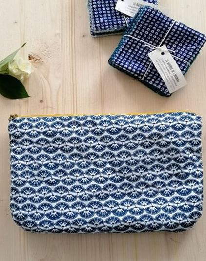 Trousse-motif-bleu-et-linge
