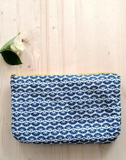 Trousse-motif-bleu