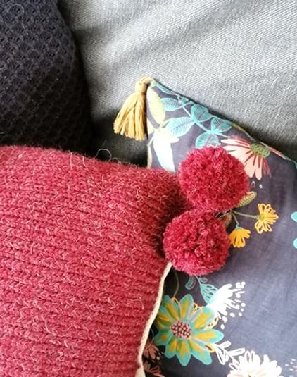 Coussin en laine bordeaux