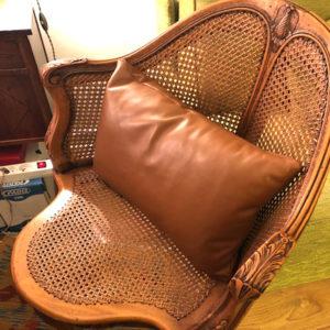 Coussin en cuir sur mesure décoration intérieure