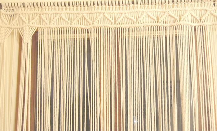 Concept store Lyon préparatif tenture macramé